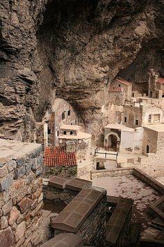 Sümela Monastery, Trabzon Province, Turkey. (Source: Flickr / tiko-revazishvili)