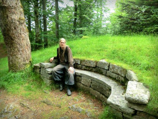 Navianas Green World   Stone Bench