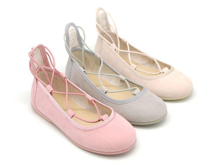 Tienda online de calzado infantil Okaaspain. Bailarinas tipo ballet con cintas cruzadas en Serratex para primavera para niñas y mamás. Calidad y diseño al mejor precio hecho en España. Envíos y cambios gratis en 24,48 horas laborables.