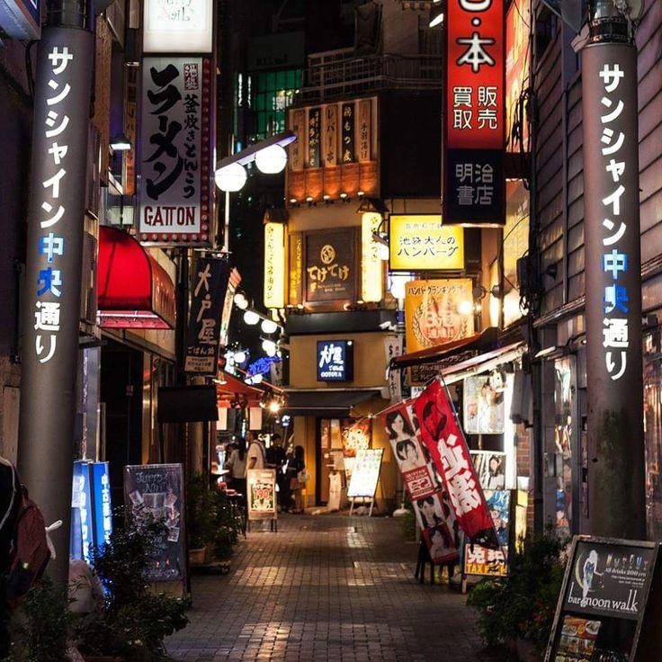 Alleyway in Ikebukuro