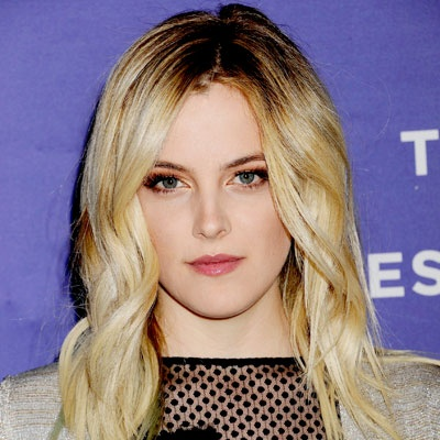We loved the shimmery shadow #RileyKeough wore to the Tribeca premiere of Jack and Diane. The warm metallic hue on the inner corners of her eyes created a subtle, elegant effect, rather than a blinged-out gold eye. http://celebrityphotos.instyle.com/dailybeautytip/photos/results.html?No=0Shadows Rileykeough, Rileykeough Wore, Gold Eye, Makeup Chic