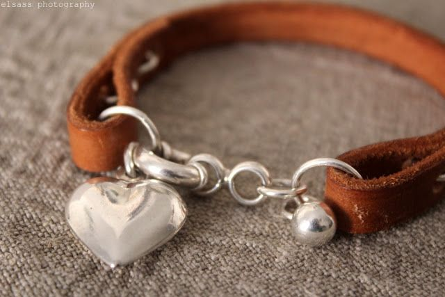 DIY: Leather bracelet (made from 10 mm conjac colored leather strap with silver loops and charms)