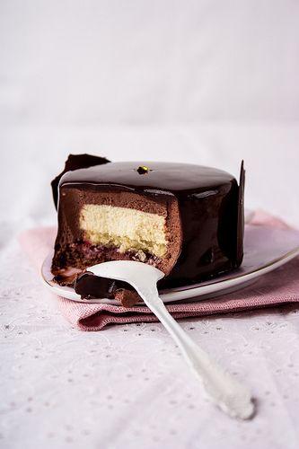 Специально для чудесного конкурса , который проводит Татьяна , я решила приготовить эти замечательные пирожные авторства Hidemi Sugino. Название полностью…