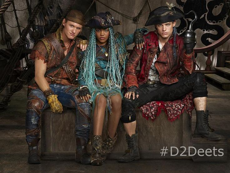 China Anne McClain, Dylan Playfair, Thomas Doherty. Descendentes 2.