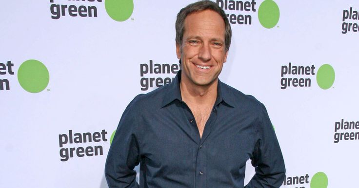 Mike Rowe Criticizes Everyone Involved in the NFL's Flag Protests ⋆ The US Constitution ⋆ Constitution.com
