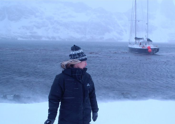 En 2009, Géraldine Danon part avec son mari et ses 4 enfants pour une expédition entre le pôle Nord et le pôle Sud.