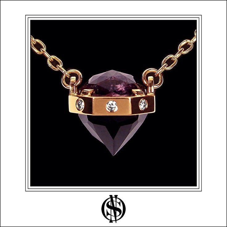 Detalle de collar en oro, diamantes y turmalina de Burma