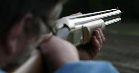 Πυροβόλησε με καραμπίνα νεαρούς επειδή ήταν κοντά στο σπίτι του