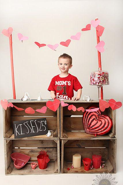 Kissing booth: Valentine photo idea