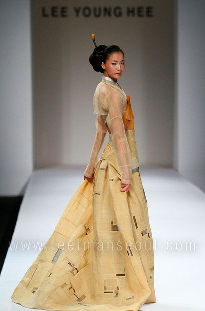 Lee Young Hee old school hanbok with breast flaps for feeding da babes,