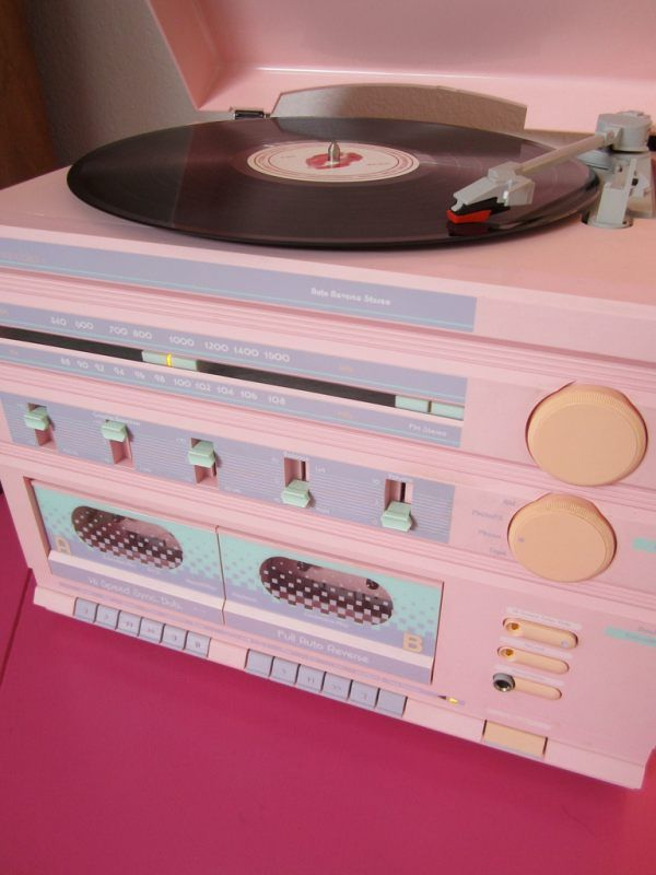An '80s record player and stereo, OMg I want this!!