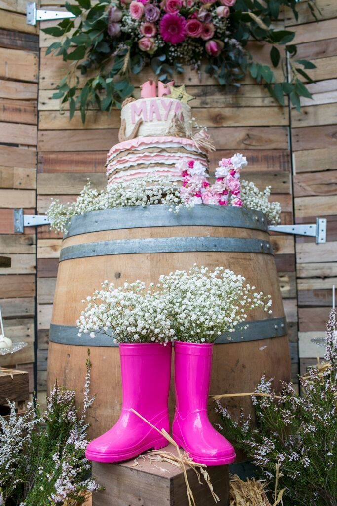 Pretty Rustic Farm Party is a beautiful birthday party setup for a gorgeous little girl Maya. #kidsparty #childrenbirthday #barnyardparty #event #eventphotography #birthday #rustic #barnyard #eventstyling ©Josephine Ki Photography