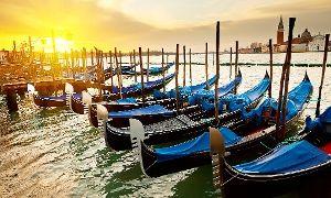 Oferta: Wenecja: 5-dniowa wycieczka dla 1 osoby z transportem, 2 noclegami, śniadaniami i więcej za 299 zł z Biurem Grupa Plus, w . Cena: 299zł