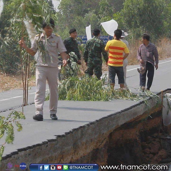 ผใหญบานสามตมเรงแจงอำเภอเสนาพบปญหาถนนเลยบคลองชลประทานยบตวลก 2 เมตร คาดผลจากนำคลองแหงจากปญหาภยแลง ตดตามขาวสารทนสถานการณไดท www.tnamcot.com #TNAMCOT #04Apr2016 #ThaiNewsAgency #McotXpress #MCOT #MCOTHD #CH9 #ModernineTV #สำนกขาวไทย #อำเภอเสนา #จงหวดพระนครศรอยธยา #ถนนคลองชลประทาน #ยบตว ตดตามสำนกขาวไทย อสมท ไดท  http://bit.ly/1MIhSFU  http://www.twitter.com/tnamcot  //instagram.com/tnamcot  http://www.youtube.com/tnamcot ชมคลปขาวยอนหลงของสำนกขาวไทย อสมท  http://bit.ly/1pOfqsD เวบไซตสำนกขาวไทย…