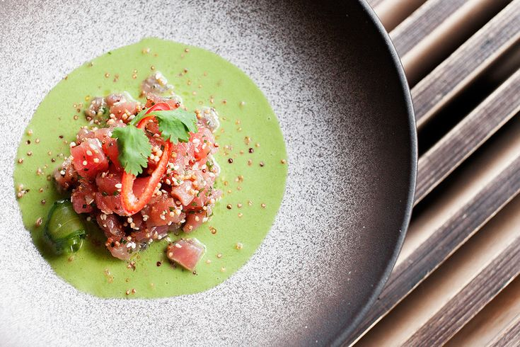 How to Green | 20 рецептов для романтического ужина Тартар из тунца в супе из огурца