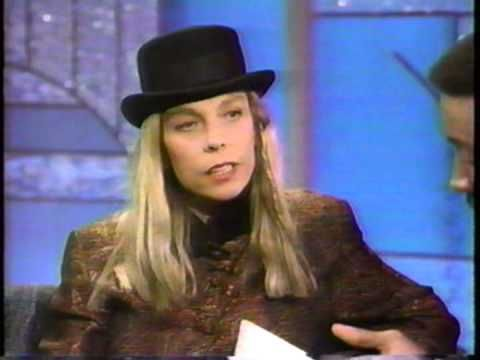 "Rickie Lee Jones performs ""The Last Chance Texaco"" live at ..."