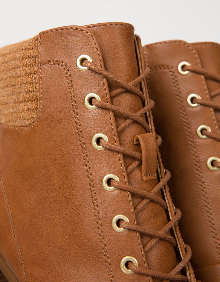 Botín tacón ancho acordonado con calcetín. Descubre ésta y muchas otras prendas en Bershka con nuevos productos cada semana