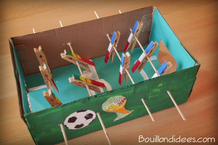 diy sp cial coupe du monde voici comment fabriquer un mini baby foot en carton partir d. Black Bedroom Furniture Sets. Home Design Ideas