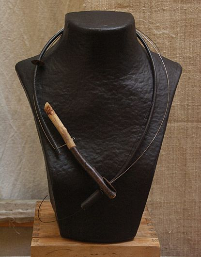 COLLIER CONTEMPORAIN CUIR ET BOIS - Asymmetrical driftwood necklace , leather and steel wire  amalthee