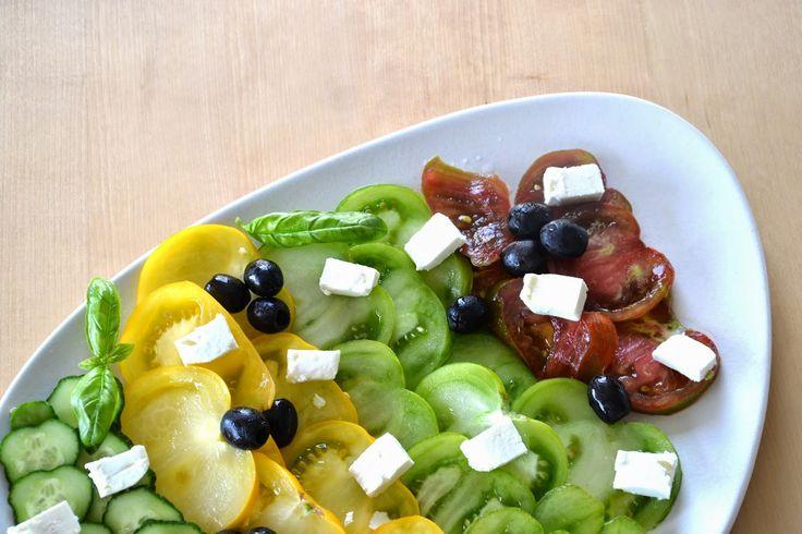 greek salad - salade grecque http://lesamoursperissables.blogspot.fr/2014/07/la-salade-grecque.html