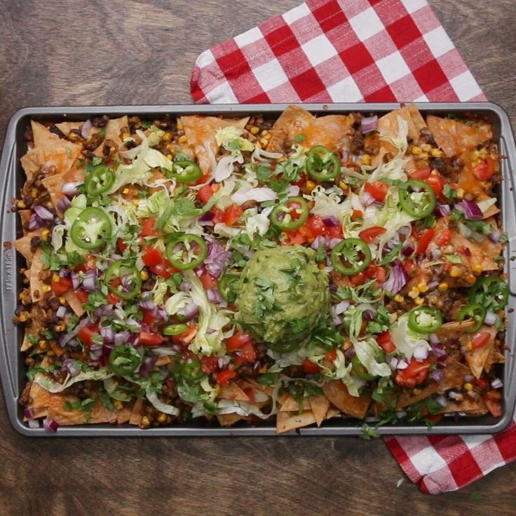Loaded Vegetarian Nachos by Tasty
