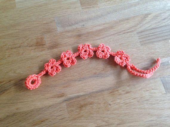 Flower bracelet crochet / bloemetjes armband haken door EssiesEtsys