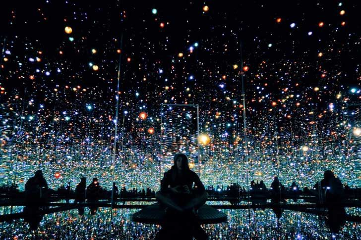 Yayoi Kusama's Infinity Mirrored Room at the Broad Museum Downtown Los Angeles + 25 Free Things to Do in LA // localadventurer.com