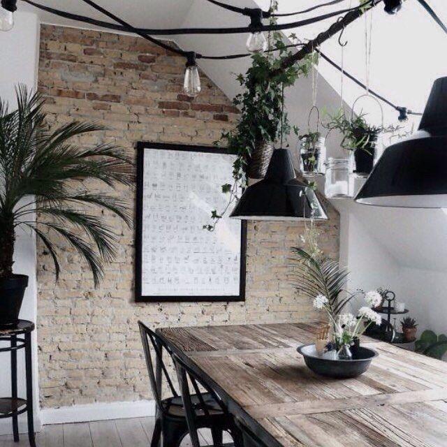 Mixa materialen! Blanda tegel, trä, plåt och grönt - Photo.sh