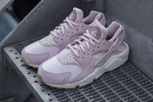 Nike Wmns Air Huarache Textile Bleached Lilac (1)