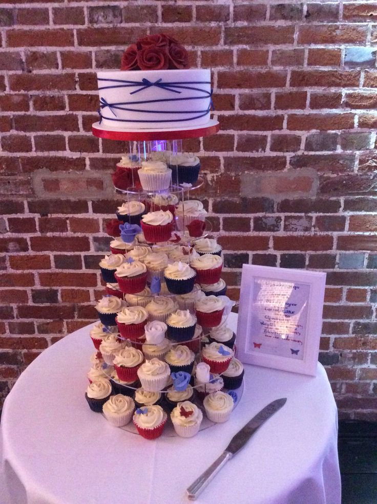 Cupcakes and cake made by Ollie's Cakes @explosionmuseum