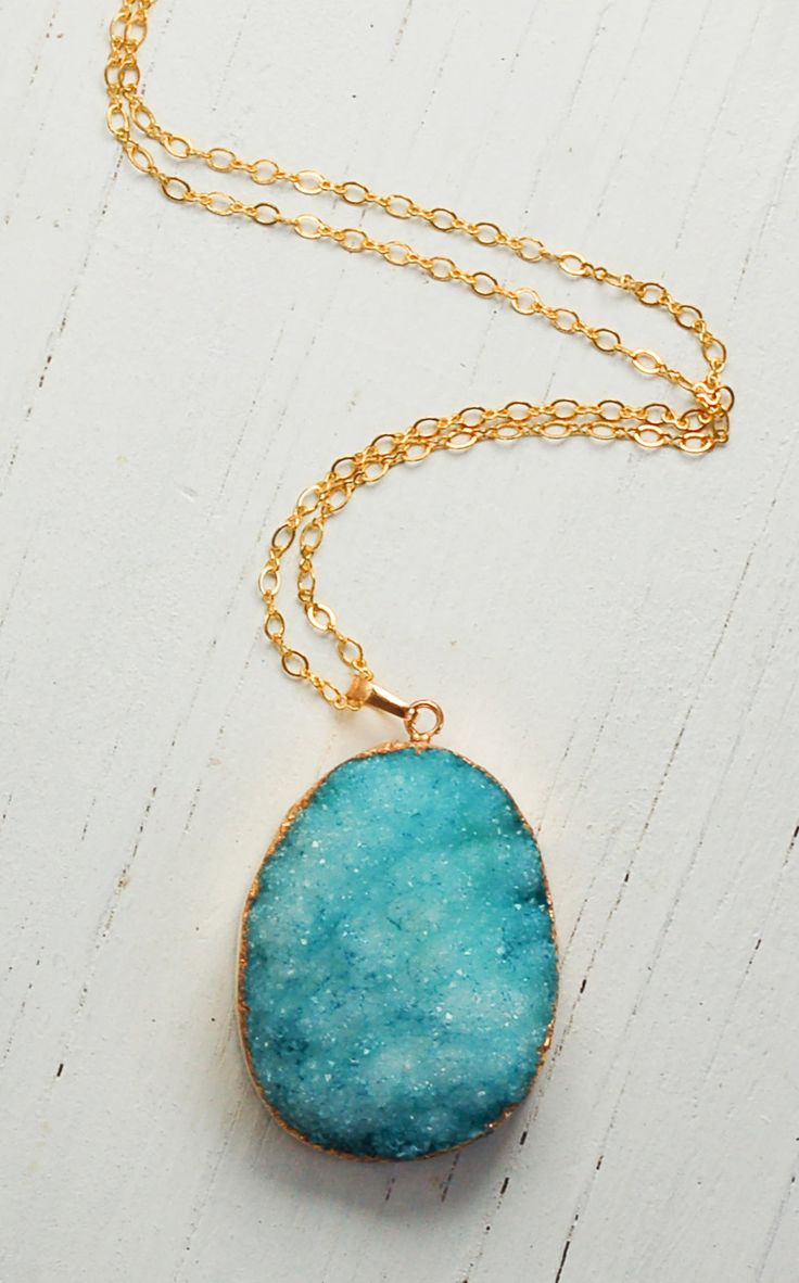 Buy these pendants at http://www.beadsandbasics.com/nl/druzy-agaat-bedel-blauw-met-goud-40x25mm.html
