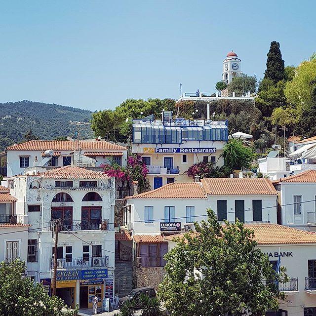 """""""Добро утро в една от последните съботи на лятото! 😁 Днес съм ви приготвила морски пост в блога с много, много снимки от островната групичка на Спорадите в Гърция. """"....Когато от Холивуд търсят локация за снимките на Mamma Mia, не случайно прескачат на картата Миконос и Санторини и се спират върху неизвестния егейски остров Скопелос. Идеалното местенце, където съвременния човек да сбъдне своята фантазия – бягство от цивилизацията на уединен остров поне за седмица."""" Линк ще откриете в…"""