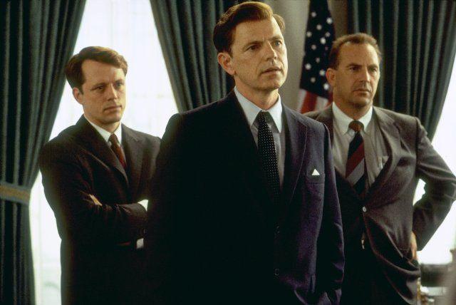 Still of Kevin Costner, Steven Culp and Bruce Greenwood in Thirteen Days (2000)