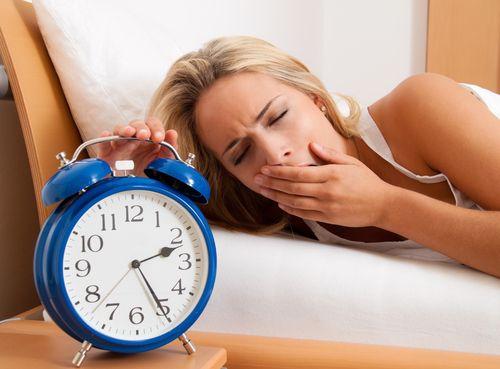 Почему прерванный сон хуже, чем короткий  Мы — нация с нездоровым сном. Суета, транспорт, интернет, телефон — и приходится ложиться в 2-3 часа ночи, чтобы вставать в 7 утра. Но что лучше: проспать 4-5 часов до звонка будильника, или урывать несколько раз по паре часов на протяжении суток? #Клиника #ДенталБьюти #DentalBeauty #Шуваловский #Ломоносовский  #Стоматология #Косметология