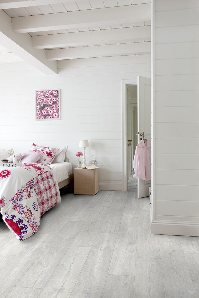 Quick-Step Livyn Flooring Essential V4 'Patina oak light grey, planks' (ESV007) in a modern bedroom. To find more bedroom inspiration, visit our website: https://www.quick-step.co.uk/en-gb/room-types/choose-the-perfect-bedroom-flooring #chambre #slaapkamer