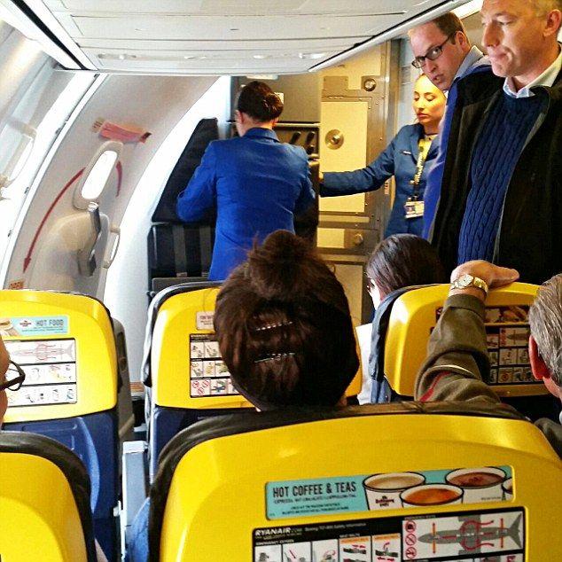 Zo zo, Prins William vliegt economy class #royalty
