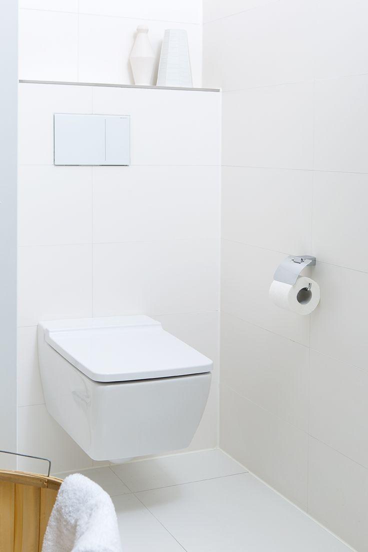 Strakke toiletruimte: Het strakke, vierkante toilet past perfect in de sfeer van de badkamer.