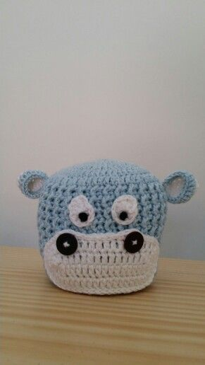 Crochet new born baby hat
