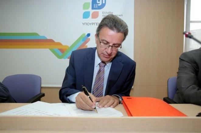 12/06/2010 - Εισήγηση του Συνηγόρου του Καταναλωτή, κ. Ευάγγελου Ζερβέα, με θέμα «Διάχυση και αξιοποίηση των ηλεκτρονικών επικοινωνιών στις καταναλωτικές συναλλαγές: Κίνδυνοι, προοπτικές και οφέλη για την αγορά» στην ημερίδα που διοργάνωσε στις 12-6-2010 ο Δ.Σ. Καλαμάτας με θέμα: «Οι Ηλεκτρονικές Επικοινωνίες ως παράγων πρόσβασης σε προϊόντα και υπηρεσίες»