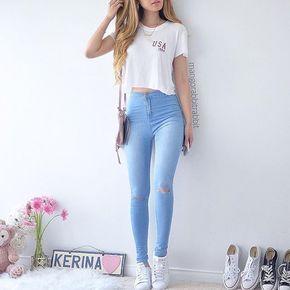 Calça azul clara+Cropped+Tênis Branco