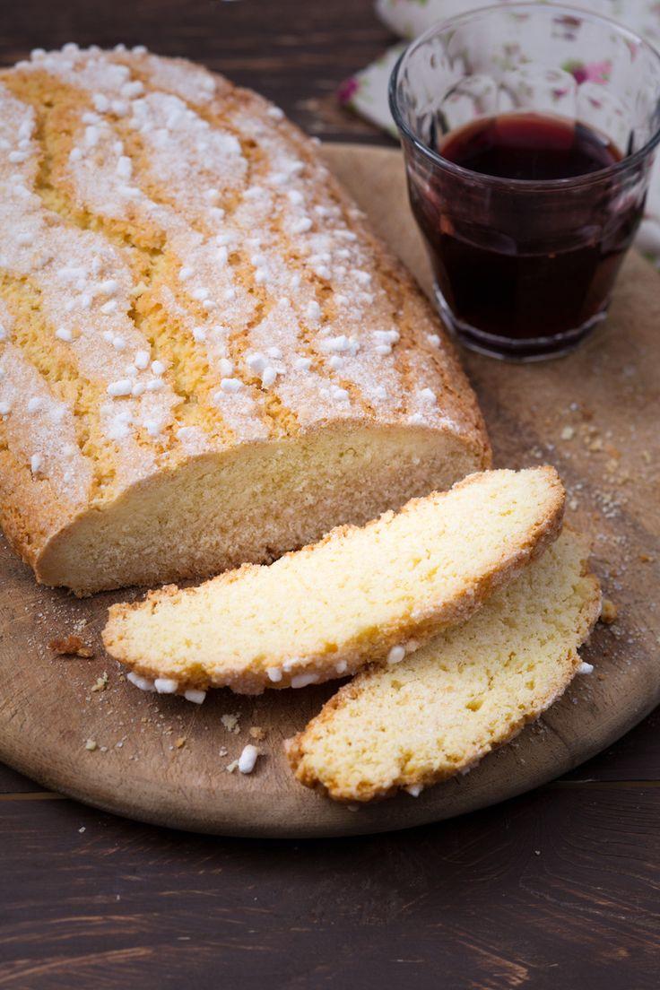 Ciambella romagnola (brazadela): un dolce semplice e dai sapori rustici. L'unica ciambella senza buco che conquisterà il cuore di tutti.  [Cake from Romagna]