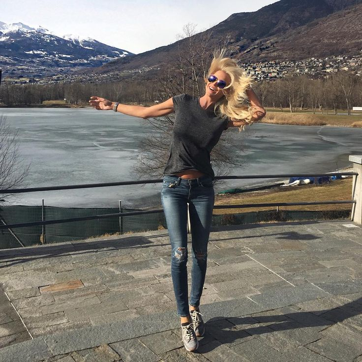 "4,429 aprecieri, 35 comentarii - Victoria Silvstedt Official (@victoriasilvstedt) pe Instagram: ""A pit stop on the way to Geneva #roadtrip#montebianco  #womanitygala2016"""