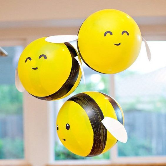 Buzz, buzz, buzzzzzzzzzzzz! These DIY Bumble Bee Balloons are such a fun project for any bee-themed birthday party or baby shower... or
