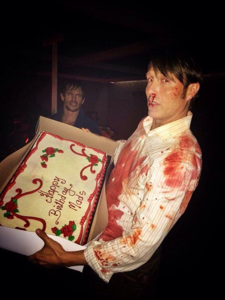 この血だらけなマッツとマッツの表情、あと後ろにちょろっといて目を光らせてるヒュー・ダンシーの図。好き…
