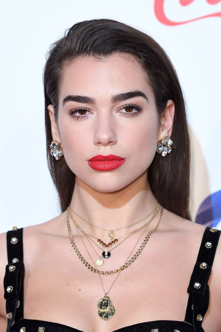At the Jingle Bell Ball in London, Dua Lipa chose to ditch her signature centre-parted 'do for a old Hollywood glamour hairstyle. Her makeup highlighted her gorgeous bushy brows and a very Christmas-y pout. We love it!