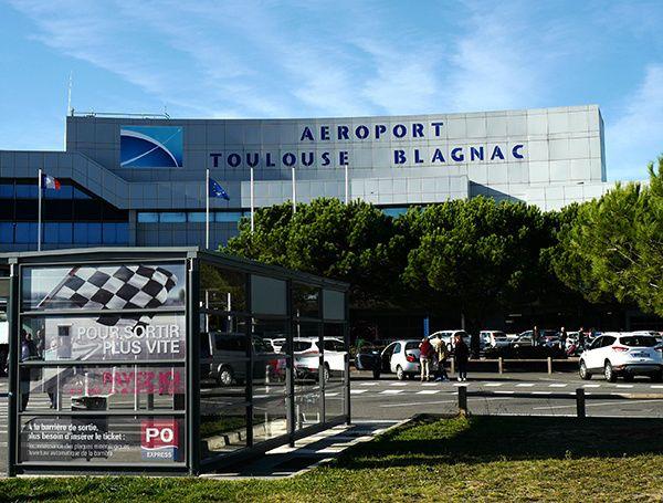 Après avoir accueilli les équipes des quatre matchs de l'Euro 2016, l'aéroport de Toulouse Blagnac invite ses passagers à fêter la clôture de l'événement les 8, 9 et 10 juillet 2016. Grands départs en vacances version Foot Endosser un maillot de Foot...