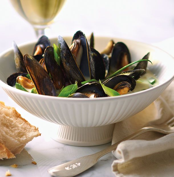 Coconut Curry Mussels - just combine in microwave steamer, sounds good!