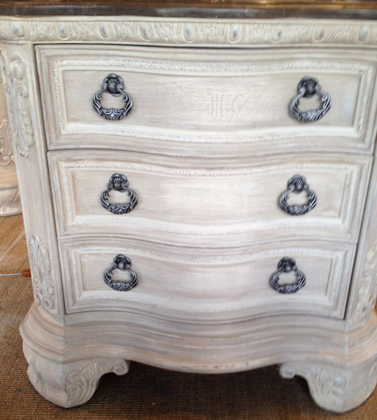 AFTER, Annie sloan olde white color washes of french linen and coco, silver gilding wax