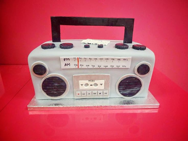 64 best images about boombox cakes on pinterest boombox for Tortenideen
