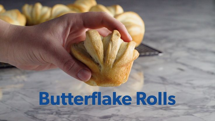 Remember the rolls this Thanksgiving! Impress your guests with these easy to make Butterflake Rolls. Rhodes frozen Yeast Dinner Rolls take away some of the stress of preparing for Thanksgiving while still offering home-baked quality. #RhodesRolls #ThanksgivingBaking #BakingWithRhodes #FrozenDough